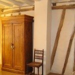 La Mirabelle - chambre jaune armoire